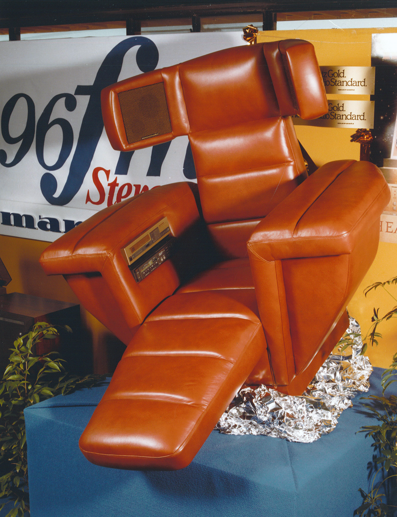 1986.xx.xx - Photo - The Stereo Chair.png